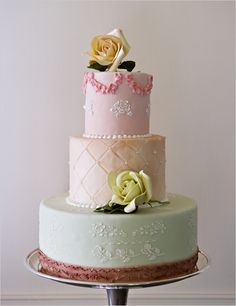 This pastel wedding cake is so elegant!