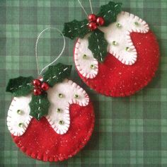 Christmas Crafts : Christmas ornament set of 2 made of felthandmade by CraftsbyBebaChristmas pudding felt ornaments - inspiration onlyFelt Christmas ornament - bulb with snow and hollyGina i nuriaDIY for christmas Felt Christmas Decorations, Christmas Ornaments To Make, Christmas Sewing, Noel Christmas, Felt Ornaments, Homemade Christmas, Christmas Projects, Felt Crafts, Holiday Crafts