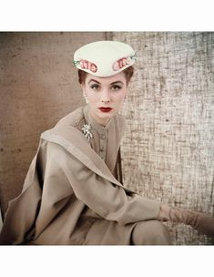 suzy-parker-wearing-beige-button-front-suit-with-white-flowered-hat-both-from-christian-dior-vogue-1953-c2a9-clifford-coffin.jpg (1024×1323)