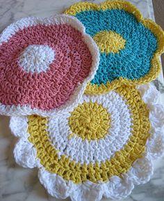 crochet flower washcloths ༺✿Teresa Restegui http://www.pinterest.com/teretegui/✿༻