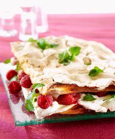 Britakakku - nice with lingonberries Finnish Recipes, Midnight Snacks, Something Sweet, Sweet Desserts, Sweet Treats, Deserts, Good Food, Brunch, Baking