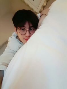 who let dongmin be so boyfriend huh i just wanna talk Lee Jong Suk, Kpop, Daehyun, Kim Myungjun, Kdrama, Cha Eunwoo Astro, Astro Wallpaper, Lee Dong Min, Jung Hyun