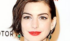 Anne+Hathaway+Growing+Out+Pixie | Anne Hathaway at the 28th American Cinematheque Awards on Oct. 21
