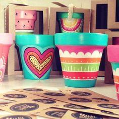 Hola jueves!!! Hermoso dia soleado preparando pedidos!!!! 🌞🌸🌼🌿🌻 mucho color!! Arma tus promos 😊😊 #macetaspintadas #regaladiseño #pintadoamano #hechoconamor #deco #garden #jardin #home #cactus #love #color #diseño #sandia #diadelamigo #promos #decoracion #yukideco Clay Flower Pots, Terracotta Flower Pots, Flower Pot Crafts, Painted Clay Pots, Painted Flower Pots, Hand Painted Ceramics, Clay Pot Projects, Decorated Flower Pots, Flower Pot Design