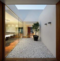 Atrium idea for the bathroom Contemporary Architecture, Interior Architecture, Garden Architecture, Contemporary Houses, Pavilion Architecture, Organic Architecture, Residential Architecture, Exterior Design, Interior And Exterior