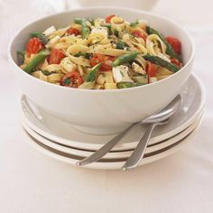 Asparagus and Feta Tagliatelle Food Dishes, Main Dishes, Quick Meals, Vegetable Recipes, Pasta Salad, Vegetarian, Healthy Recipes, Vegetables, Cooking