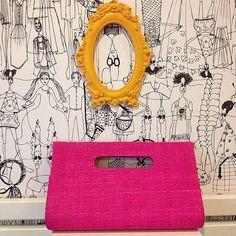 Que tal colorir o final de semana com a nossa Clutch Maricy Pink (R$42,00) -Feita em palha de buriti? Linda Moliva, escolha uma Bolsa e uma Cluth de Palha para chamar de sua. #lindamoliva #euusolindamoliva #clutch #clutchdepalha #bolsa #bolsadepalha #pink #moda #fashion #primavera #verão