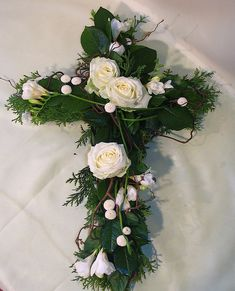 Virágposta - Kereszt fehér rózsákkal You are in the right place about funeral reception Here we offer you the most beautiful pictures about the funeral potatoes you are looking for. When you examine t Flower Wreath Funeral, Funeral Flowers, Funeral Floral Arrangements, Flower Arrangements, Easter Wreaths, Christmas Wreaths, Funeral Reception, Cemetery Decorations, Cross Wreath