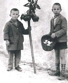 Τα Λάζαρα Old Time Photos, Greece Pictures, Greece Photography, Greek History, My Memory, Vintage Pictures, Back In The Day, Athens, Baby Photos