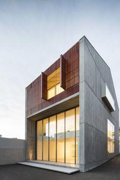 Sequeira Arquitectos Associados, Nelson Garrido · House in Bonfim