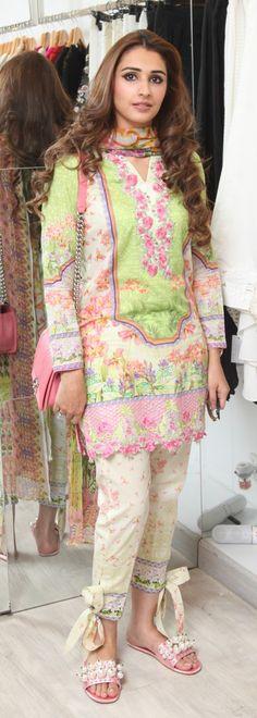 Interesting Bottom Styles For Kurta's Pakistani Outfits, Indian Outfits, Indian Dresses, Stylish Dresses For Girls, Nice Dresses, Casual Dresses, Fashion Pants, Fashion Outfits, Pakistan Fashion