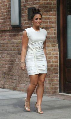 Demi Lovato is freaking beautiful Demi Lovato Body, Demi Lovato Legs, Demi Lovato Style, Look Fashion, Girl Fashion, Fashion Outfits, Fashion Beauty, Womens Fashion, Beautiful Celebrities