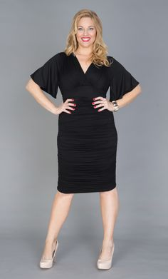 Sexy yet classy! Real Curve Cutie Jacquie is ready to turn heads in this curve hugging Little Black Dress. Foregoing the usual black shoes, she paired the Plus Size Rumor Ruched Dress by Kiyonna with nude pumps. Work Fashion, High Fashion, Fashion Outfits, Women's Fashion, Plus Size Dresses, Plus Size Outfits, Dresses For Work, Vestido Casual, Plus Size Beauty