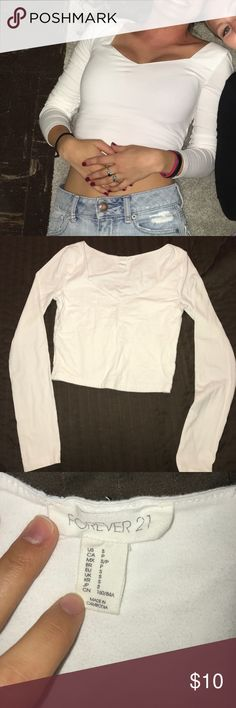 Forever 21 long sleeve crop top This forever 21 white crop top is in perfect condition and has only been worn a couple of times for a night out with friends. Feel free to ask questions. Size Small. Forever 21 Tops Tees - Short Sleeve
