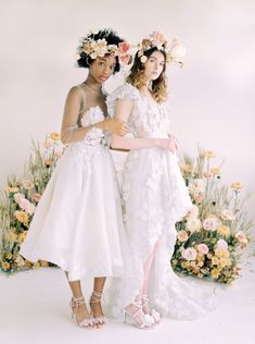 Neutral color palette weddings for brides who love florals, organic undertones with whimsical pops of color! #neutralweddings #colorpaletteweddings #bridalinspiration