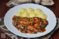 Escalop de pui cu ciuperci | CAIETUL CU RETETE Salad Sauce, Romanian Food, Spinach Stuffed Chicken, Food Inspiration, Slow Cooker, Goodies, Food And Drink, Yummy Food, Cooking