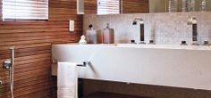 Banheiros de luxo com pastilhas, mármore, madeira...