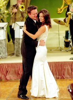 Monica & Chandler's First Dance. Is it ironic that I am watching this episode as I found this pin??? Weird