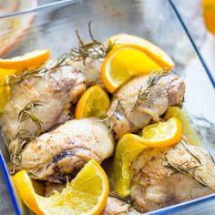 Kippendijenzijn de biefstuk van de kip. Niet gek dus dat kippendijen veel gebruikt worden in de keuken. Kippendijen zijn te koop met en zonder bot. Het bot wat de kippendijen bij elkaar houdt, zorgt ervoor dat het vlees heel mals en sappig is. Probeer je kipfilet maar eens te vervangen door dit stukje vlees!