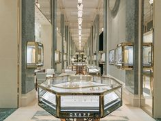Jewelry Store Displays, Jewellery Shop Design, Jewellery Showroom, Jewelry Stores, Jewellery Display, Jewelry Shop, Architecture Classique, Paris Store, Luxury Store