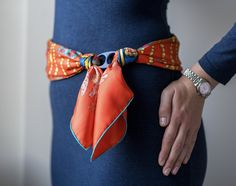 Hermes Chemins de Corail worn as a belt. Love the scarf ring to do it. Scarf Knots, Scarf Rings, Scarf Belt, Scarf Necklace, Scarf Top, Ways To Wear A Scarf, How To Wear Scarves, Fashion Belts, Fashion Accessories