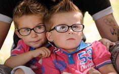 Twins attend the Fete des Jumeaux (Festival of Twins), a gathering of twins, triplets and quadruplets, in Pleucadeuc, France Love Twins, How To Have Twins, Double Life, Weird News, Child And Child, Triplets, Kids And Parenting, Cute Kids, Einstein