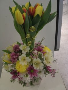 beautiful flowers arrangement for you  http://www.unny.com