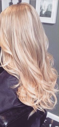 Beautiful Blonde Hair with soft waves