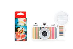 Shoot fantastic vacation photos with the La Sardina Camera & Flash Capri Starter Pack! With a one-of-a-kind La Sardina Edition, a powerful flash and a pack of color negatives in hand, you're all set for a memorable summer escapade!