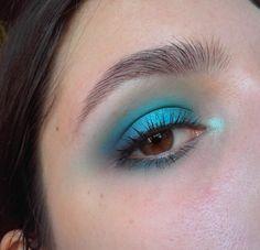 I can't get enough of blue shadow ccw! Makeup Inspo, Makeup Inspiration, Beauty Makeup, Hair Makeup, Makeup Ideas, Colorful Eye Makeup, Blue Makeup, Blue Eyeshadow Looks, Attractive Eyes
