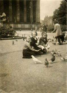 Feeding pigeons at the Lustgarten, Berlin, Germany, 1934. Antique Photos, Vintage Photographs, Old Photos, Inverness, Aarhus, History Of Germany, Kaiser Wilhelm, Ap World History, History Of Photography