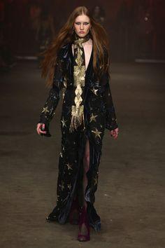 Raissa & Vanessa Sason Runway - Mercedes-Benz Fashion Week Istanbul Autumn/Winter 2016