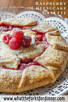 Raspberry Cheesecake Galette - Kinda like pie, kinda, like cheesecake, kinda like delicious! Pastry Recipes, Tart Recipes, Cheesecake Recipes, Sweet Recipes, Cooking Recipes, Oreo Cheesecake, Raspberry Recipes, Raspberry Cheesecake, No Bake Desserts