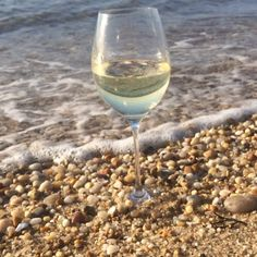 Wine pairs well with waves. #wine #wineglass #winelover #wineoclock #winesister #waves #beach #moscato #middlesister #middlesisterwine #instawine #spring #ocean