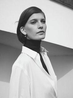 Hermès – Vestiaire d'Hiver 2012  Shirt with removable collar in cotton poplin  Photo: Zoë Ghertner
