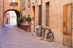 """Ferrara, città che pedala: """"Ha il più alto numero di bici per abitante in Italia"""""""
