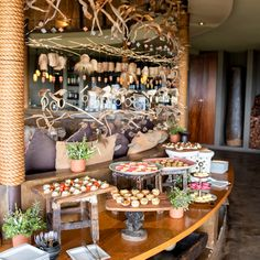 Every afternoon before the evening game drive, guests are treated to a sumptuous tea with delicious snacks both savoury and sweet to fill up before embarking on an exciting safari adventure.