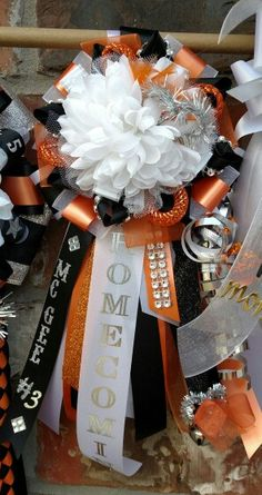 Homecoming mums by Crafty bug. Texas Homecoming Mums, Homecoming Garter, Homecoming Spirit Week, Homecoming Corsage, Homecoming Dresses, Homecoming Themes, Birthday Pins, 14th Birthday, High School Crafts