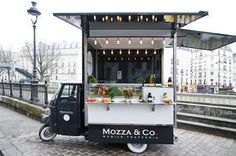 A huge trend in Paris.the street food trucks.Mozza Co. I want this cute food truck! Coffee Carts, Coffee Truck, Coffee Shop, Mobile Cafe, Mobile Shop, Cafe Restaurant, Restaurant Design, Restaurant Ideas, Foodtrucks Ideas