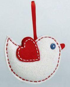 Pájaro Felt Adorno, por Tag. Parte de la colección Chalet. Esto es para el ornamento del BIRD, hecho de fieltro rojo y blanco, ligeramente rellena, y se cose con hilo rojo y blanco. Mide 3.25 x 4.25 pulgadas. Otros adornos disponibles !: