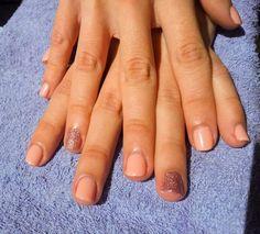 nails, short nails, glitter, pink