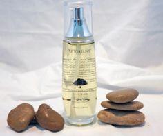 """Arganolie vitamine E, fenolen, carotenen, squaleen en vetzuren. Dit vloeibaar goud is een fenomenale multifunctionele, lichtgewicht natuurlijke olie die de huid een prachtige gloed geeft en is een """"wonder ingrediënt"""" voor haar en nagels. Elixer Oil heeft de eigenschap om het vocht vast te houden, tegen juveniele acne en schilfering van de huid. MoroccanArganOil ELIXIR OIL wordt gebruikt bij de behandeling van gekreukeld of schilferige droge huid, en heeft anti-aging voordelen."""