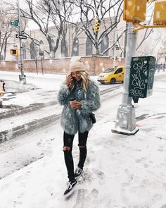 """9,485 """"Μου αρέσει!"""", 69 σχόλια - Viktoria Dahlberg (@viktoria.dahlberg) στο Instagram: """"My kind of Christmas 🎄 Happy Holidays to all of you 😘✨ #happyholidays #nyc #ootd #faithfulthebrand"""""""