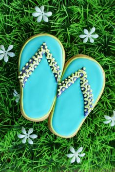 "Adorable for a summer or ""beach"" theme party! Flip flop cookies"