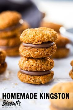 Crunchy, buttery and sandwiched together with milk chocolate, these Homemade Kingston Biscuits are an aussie biscuits classic. This golden, crispy oatmeal cookie sandwich recipe can be baked in 30 minutes. Easy Anzac Biscuits, Homemade Biscuits, Pavlova, Baking Recipes, Dessert Recipes, Desserts, Appetiser Recipes, Kingston Biscuits, Caramel Shortbread
