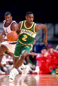 Gary Payton of the Seattle Supersonics dribbles the ball up court against the Washington Bullets during an NBA basketball game circa 1991 at the...