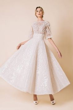 Wedding Dress Suit, Wedding Dresses, Modest Fashion, Fashion Dresses, Princess Prom Dresses, Elegant Chic, Plus Size Fashion For Women, Beautiful Gowns, Dress Collection