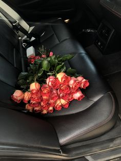 Beautiful Red Roses, Beautiful Bouquet Of Flowers, Flowers Nature, Beautiful Flowers, Love Rose Flower, Flower Power, Foto Snap, Money Flowers, Happy Birthday Girls