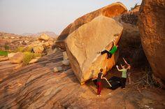 http://sonnietrotter.com/wp-content/uploads/2014/03/Hampi-1-Bouldering1.jpg
