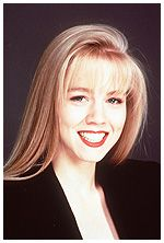 1990 hair- Jennie Garth& hair was atypical as it bucked the still-lingering., HAİR STYLE, 1990 hair- Jennie Garth& hair was atypical as it bucked the still-lingering trend of permed hair and wild bangs. 1990 Hairstyles, Permed Hairstyles, Hairdos, Jennie Garth, Vintage Makeup, Vintage Beauty, Hollywood Stars, 80s Hair, Hair Photo